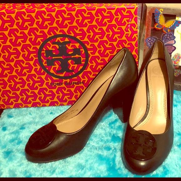 9d778b7824 M_5a81b7418df470172a920f3e. Other Shoes you may like. Tory Burch Evelyn  Block Heel Purple Plum Pump. Tory Burch Evelyn Block ...